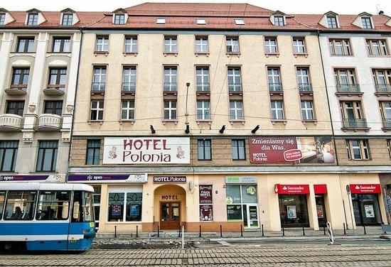 Hotel Polonia: вид спереди