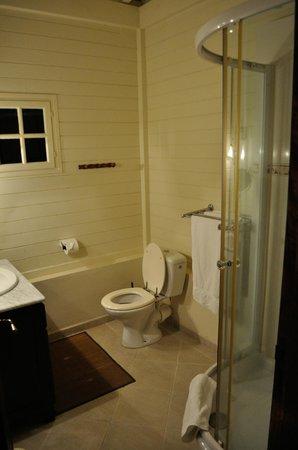 Le Domaine Saint Aubin: bathroom