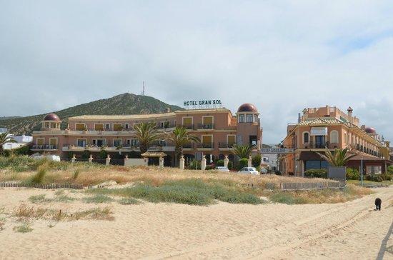 Gran Sol Hotel: hotel Gran Sol vanaf het strand gefotografeerd