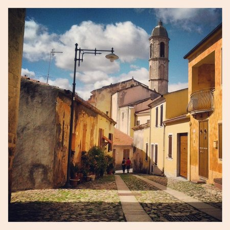 Is Pibiris: Scorcio del centro storico, ad un passo dal B&B