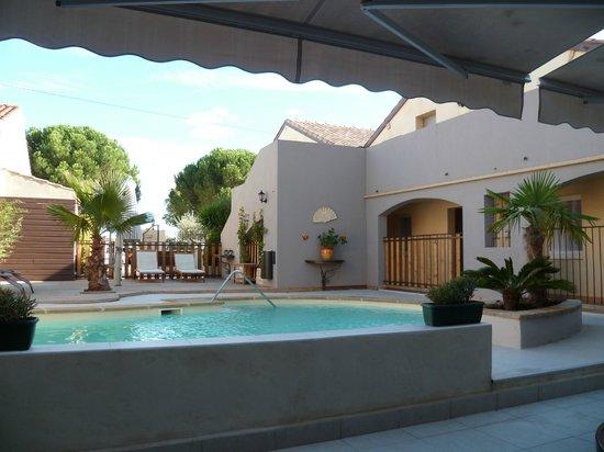 Hotel Le Medieval : piscine