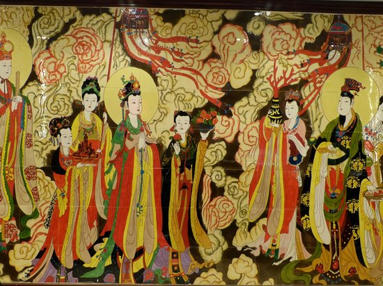Gudu Wenhua Hotel: nice artwork on wall behind front desk