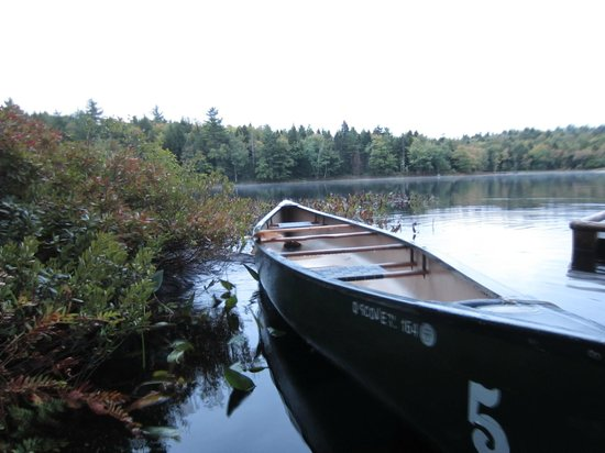 Mersey River Chalets and Nature Retreat: Canoe available to borrow