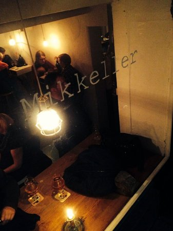 Mikkeller Bar : Looking outside in