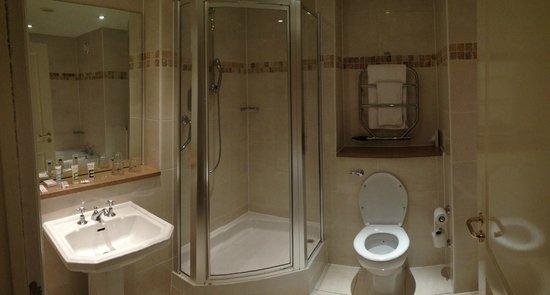 Mercure Manchester Norton Grange Hotel and Spa: Bathroom