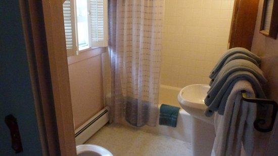The Gables Inn: Salle de bains - Chambre 6