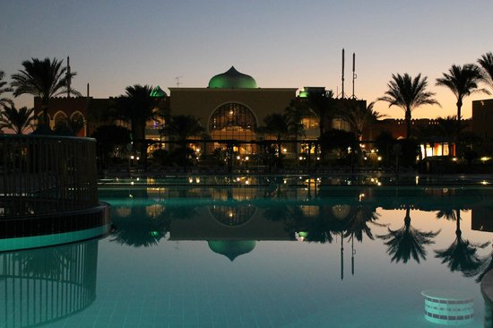 SUNRISE Garden Beach Resort -Select-: Widok na budynek główny