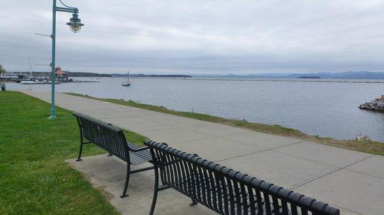 Burlington Bike Path : Aire de repos au bord du Lac Champlain