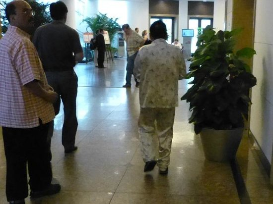 Shanghai Hotel: Men in pajamas are common in China