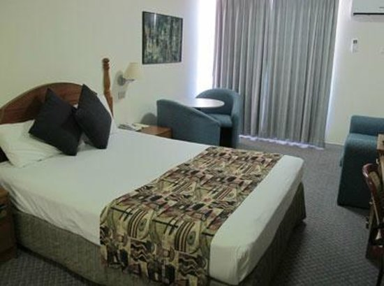 Newcastle Beach Hotel : Clean and spacious room with balcony.