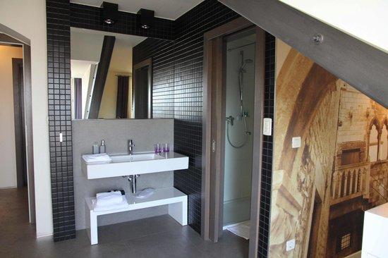 La Porta Luxury Rooms: Bathroom of Deluxe room seaview with balcony