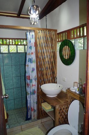 Pachamama Jungle River Lodge : hot water works, but not really necessary.