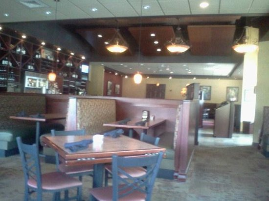Pomodoro's: dining room