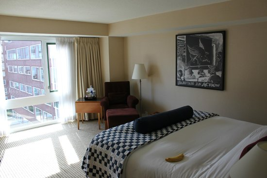 Charles Hotel : Bedroom and sitting area