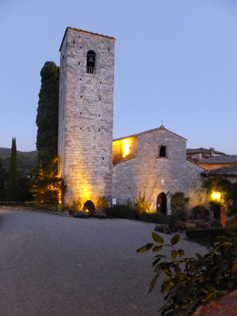 Castello di Spaltenna Exclusive Tuscan Resort & Spa: Courtyard view
