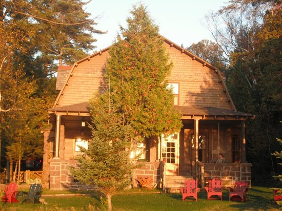 The Hedges: The Stone Lodge, where the WiFi works!