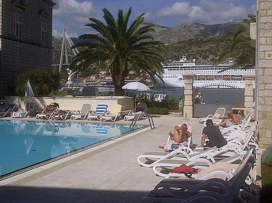 Hotel Lapad : pool and harbour