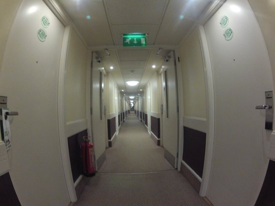 Holiday Inn London-Gatwick Airport: Long halls