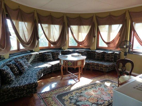Northcliff Manor Guest House: Honey Moon suite Wohnen