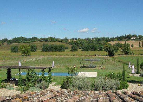 Agriturismo Siena Rinidia Bio: View from the unit overlooking the pool