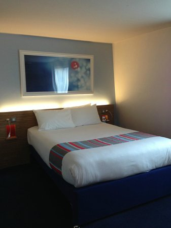 Travelodge London Central Euston: Kingsize bed