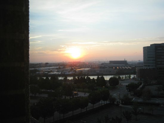 BEST WESTERN PLUS Robert Treat Hotel: Sunset over NYC/Newark!