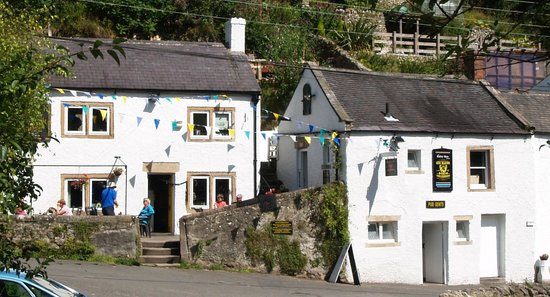 The Barley Mow: A great sight at the end of a warm walk