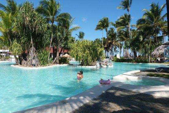Bavaro Princess All Suites Resort, Spa & Casino: Belle grande piscine