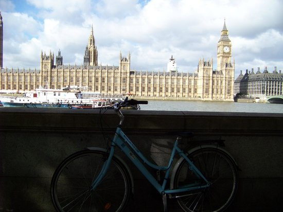 The London Bicycle Tour Company: Stop at Westminster
