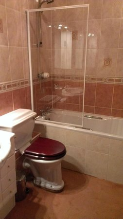 Ritz Edinburgh: the forst bathroom