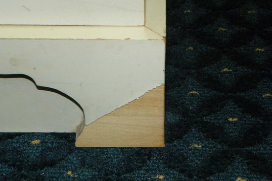 Hilton Daytona Beach / Ocean Walk Village: Broken furniture