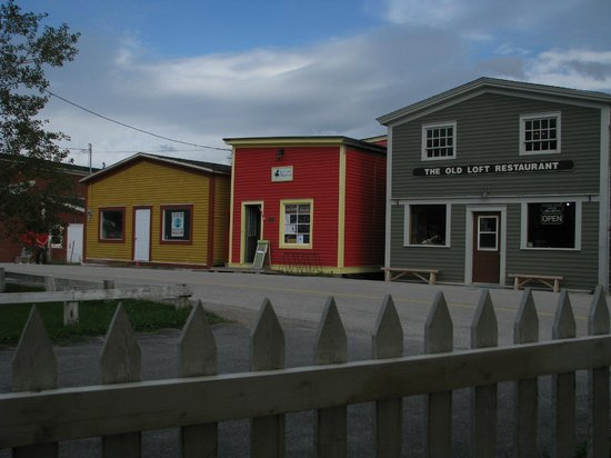 Aunt Jane's Place : Woody Point main street including Merchant Warehouse restaurant