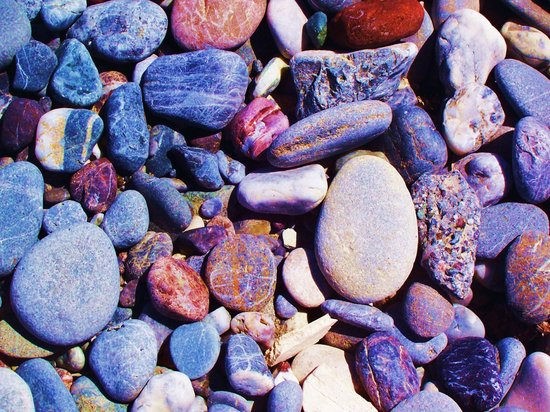 Pergola Hotel : So many colorful stones on the beach!