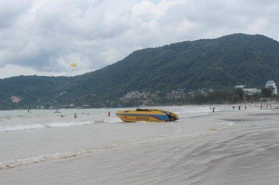 Patong Merlin Hotel : Patong Beach