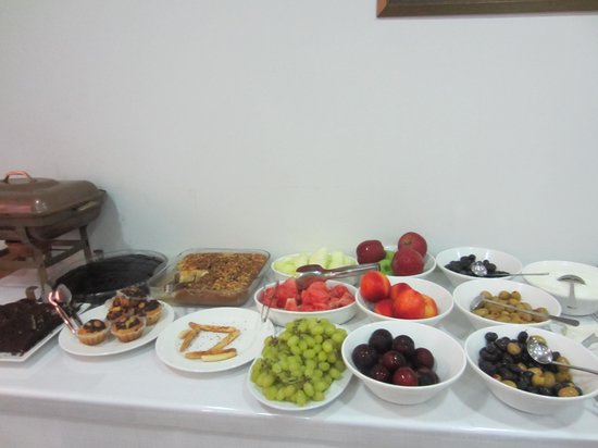 Lalinn Hotel: breakfast - there were also hot options