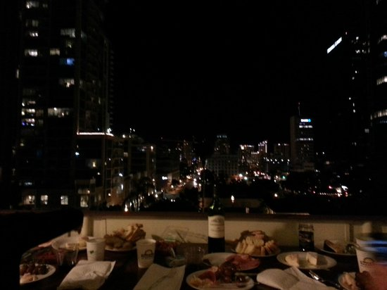 Days Inn San Diego/Downtown/Convention Center: Vin et fromage sur notre balcon!