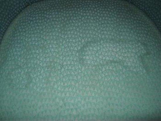 كى سيز كانتري إن: Chair stain