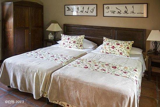 Los Almendros De San Lorenzo : Bedroom