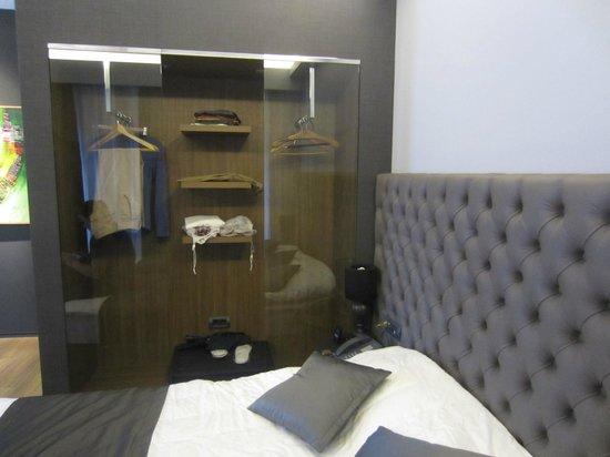 Solun Hotel & SPA: weird closet as glass does not slide
