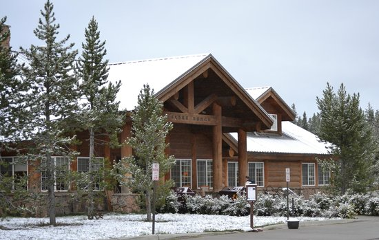 Headwaters Lodge & Cabins at Flagg Ranch: The lodge building