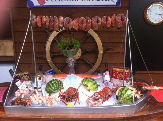 Danno's Bar & Restaurant: Summer seafood bar at dannos