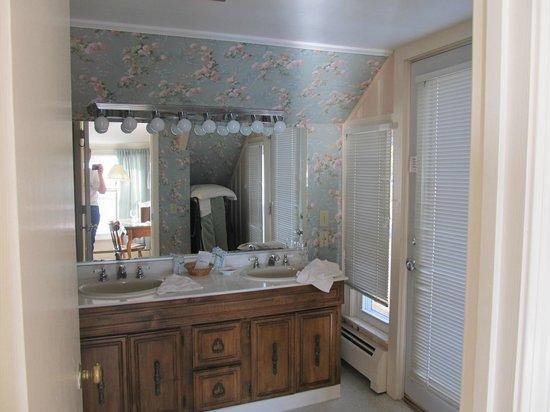 The Quarterdeck Inn by the Sea : Bathroom