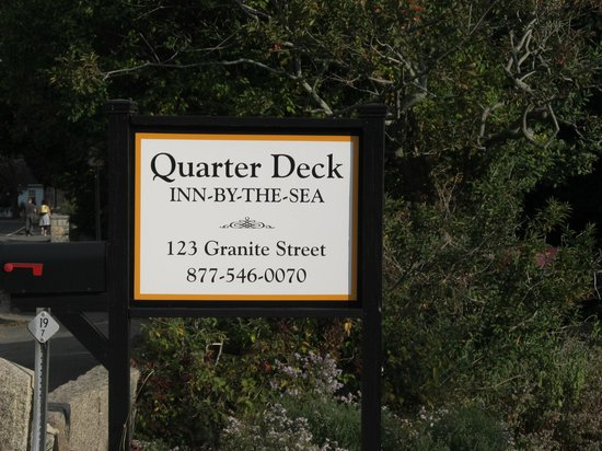 The Quarterdeck Inn by the Sea: Property sign