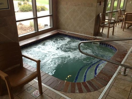 Sioux Falls ClubHouse Hotel & Suites: Hot Tub