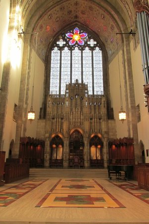 Rockefeller Memorial Chapel: Inside