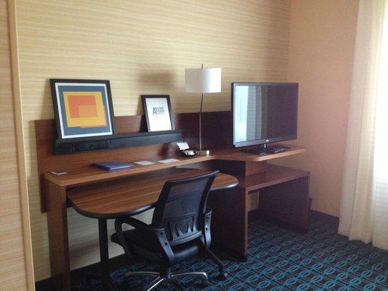 Fairfield Inn & Suites Knoxville West: Desk/Work Area