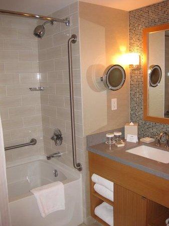 River Rock Casino Resort: Large Shower