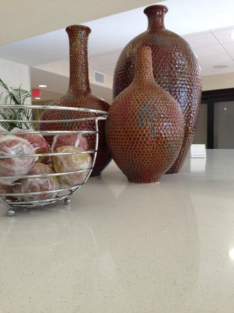 Hampton Inn and Suites Ocala: decor lobby