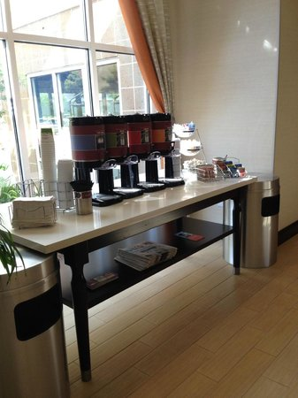 Hampton Inn and Suites Ocala : coffee bar