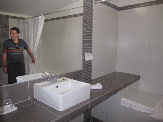 Hotel Britania Miraflores: washroom